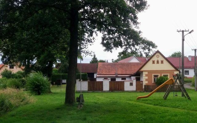 Dětské hřiště v Kajetíně